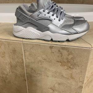 Nike Air Huarache size 10 women silver